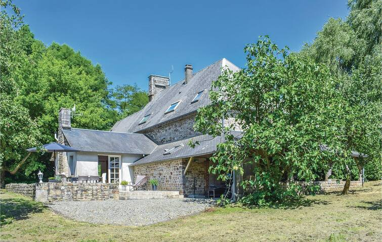 Holiday cottage with 4 bedrooms on 220m² in Margueray
