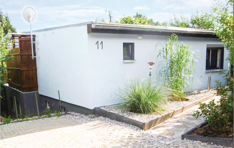 Holiday cottage with 1 bedroom on 30m² in Klein Nemerow