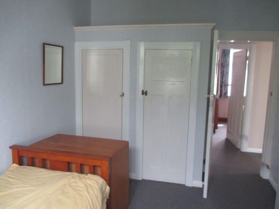 Wardrobe of single Bed's room