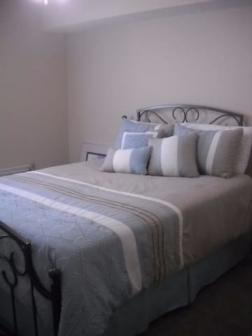 Lovely 1st Floor Bedroom-Surfside Beach
