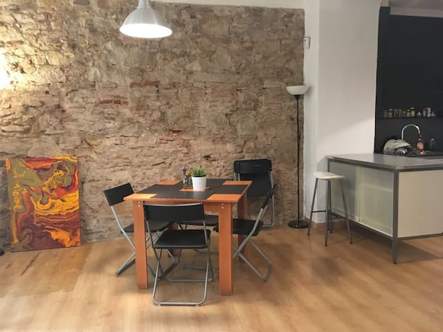 Spacious apartment in the heart of El Raval