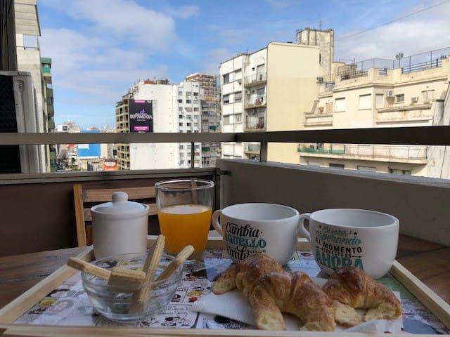 Estudio en Abasto, 9º piso c/balcón, Av Corrientes