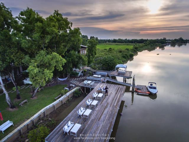just one hour from central bangkok, arthit-tara nestles itself along the river bank of bang-pa-kong in prachinburi, a short drive but a million miles from the bustling cities.