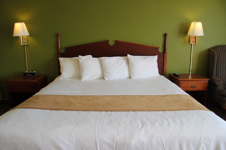 King Room - Eddyville - Bed & Breakfast