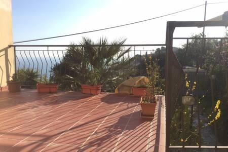 Top 20 des locations de vacances à Castellaro, locations ...