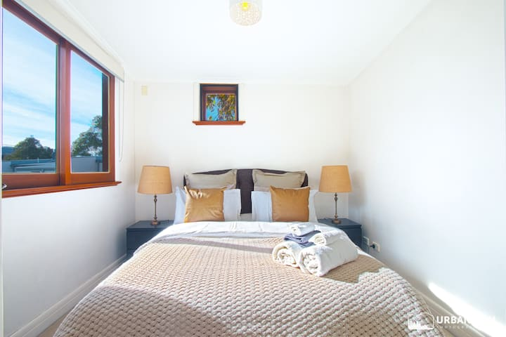 Expansive layout home, step into Darling Harbour
