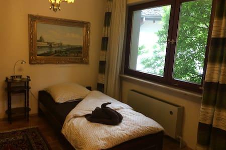 Wohnen mit Flair im eigenen Haus bis 10 Personen - Kelkheim (Taunus) - Huis