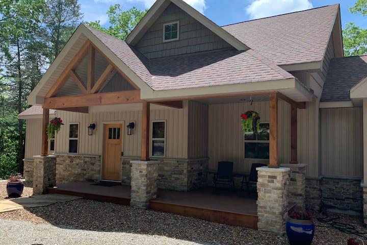New Innsbrook Lakefront Cottage: 3 BRs, 2.5 acres