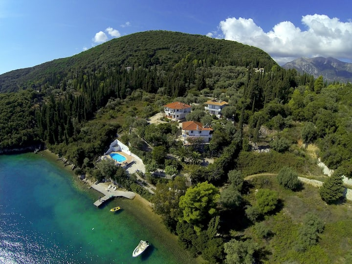 Exquisite Seafront Villa Lemon