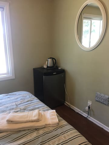 Guest Room for Two in Fullerton, Ca