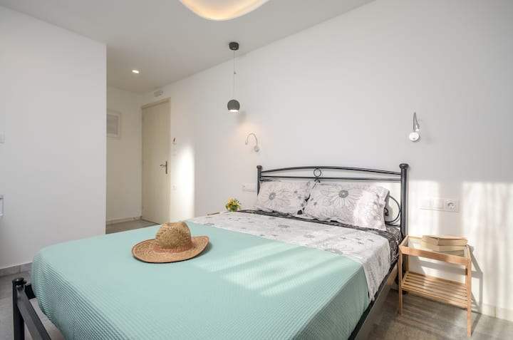 Depis suites double room Naxos town