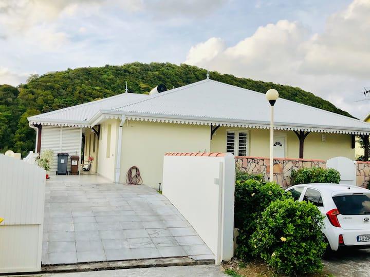 Spacieuse Villa Curaçao, piscine et proche mer