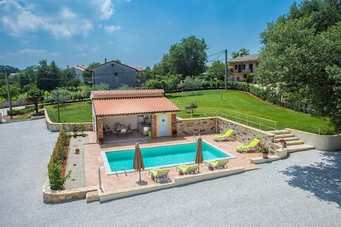 Spacious holiday house with 5 bedrooms, Casa Beato