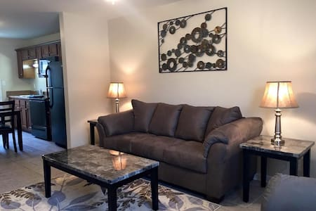 Fully Furnished, 3 Bedrooms (C2) - Clarksville - Huoneisto