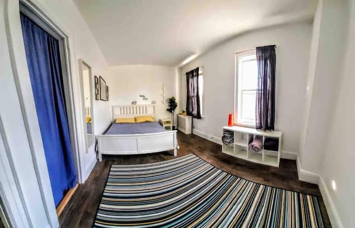 Cozy room in the heart of Queens. 15 mins NYC