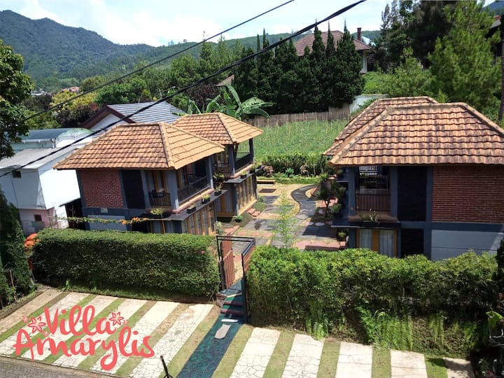 Villa Amarylis, Parongpong. 4 BR W/ Private Pool