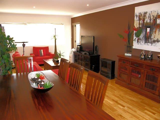 Luxury 2 bed apartment in the heart of Caringbah - Caringbah - Leilighet