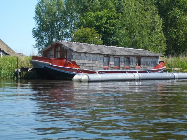 "Romantic houseboat ""Wild Romance"""