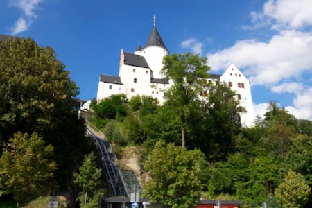 Wunderschönes Gästezimmer + Schloss - Schwarzenberg/Erzgebirge - Departamento