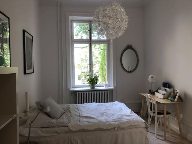 Clean room in central Östermalm