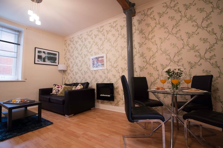 Gorgeous one-bed apartment, sleeps 4!