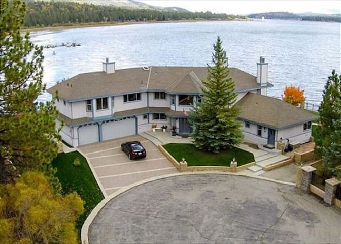Lakefront Estate-Sleeps 20,  8 cars, Amazing views from 5 master bedrooms