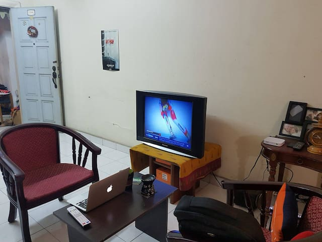 Shared Room (Female), Near Public Transport