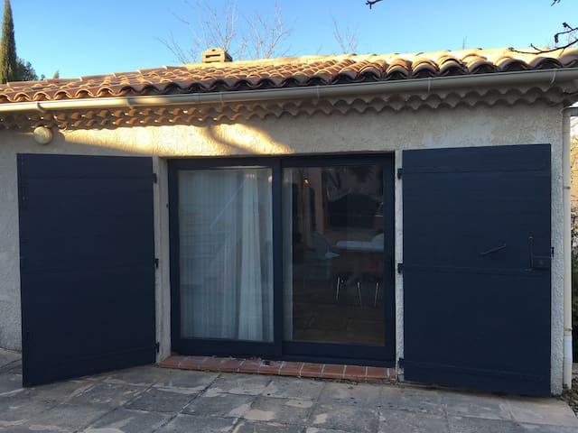 Studio indépendant dans Maisonnette - Châteauneuf-le-Rouge - Casa