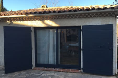 Studio indépendant dans Maisonnette - Châteauneuf-le-Rouge - Talo