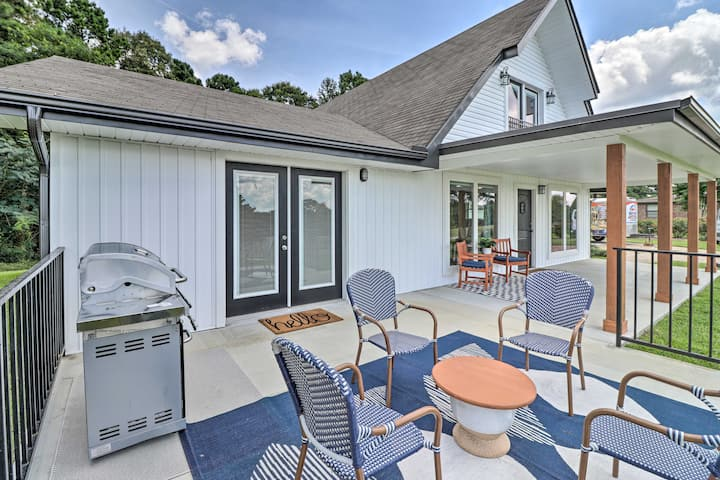 NEW! Chic Lakehouse w/Deck, Fire Pit, Walk to Golf