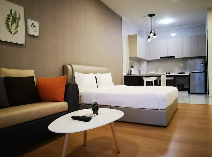 Lovely  Studio Suite l Country Garden Danga Bay