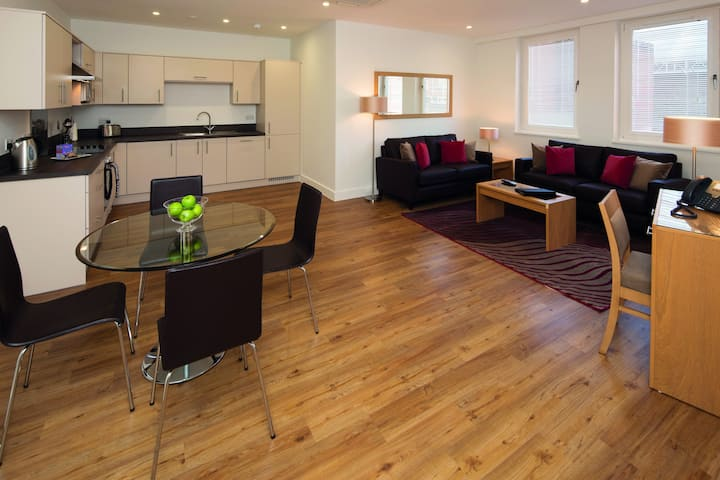 Executive 2 Bedroom Serviced Apartment in Reading
