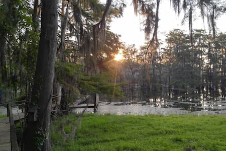 Lakefront Downstairs Camp with Gorgeous View - Campti - Dom