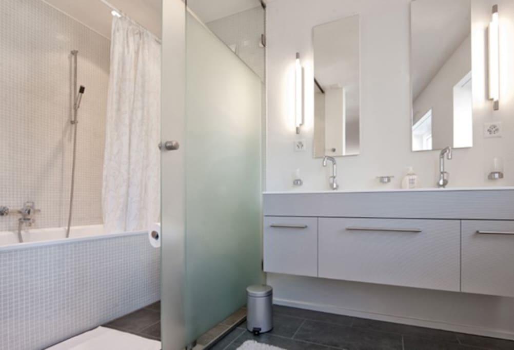 Badezimmer / Master bathroom