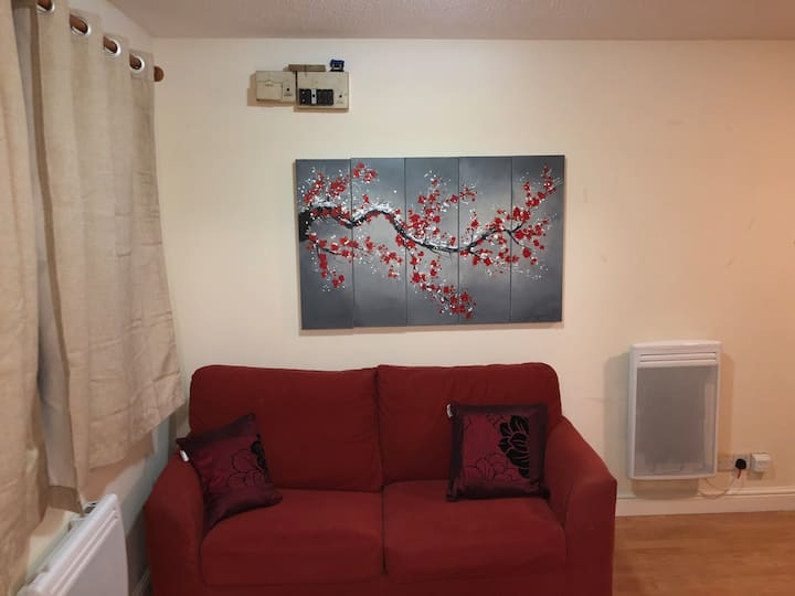 Cosy studio flat 5 mins from Luton airport