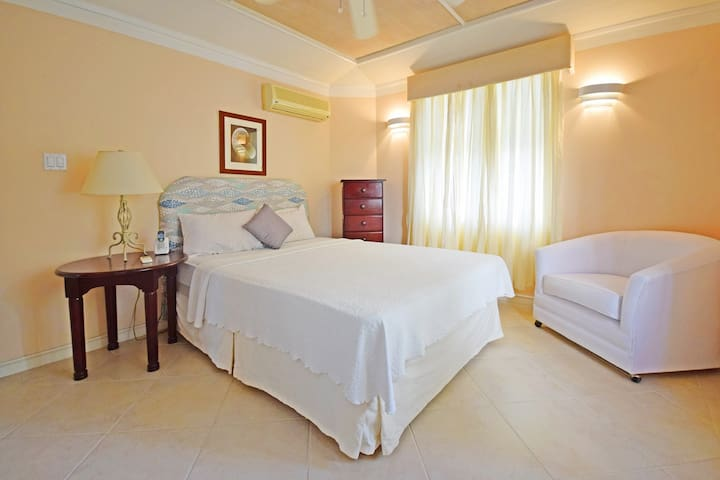 The second queen-size bedroom with A/C and en-suite bathroom