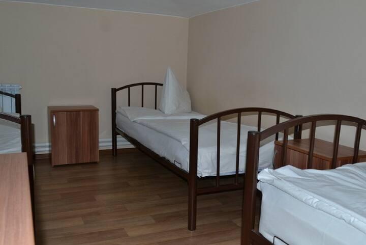 Односпальная кровать в 3м. мужском номере