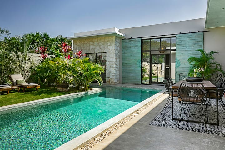 Casa LOU, Large house and pool, Beach club access