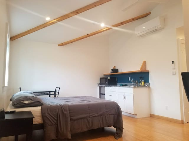 Studio with queen bed, bath, kitchenette & laundry