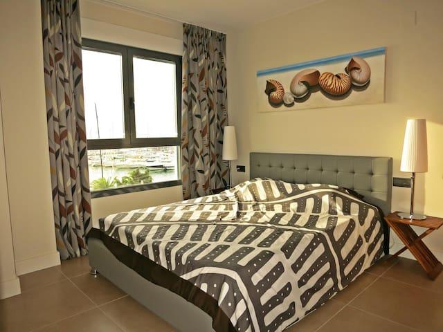 Slaapkamer met zicht op zee