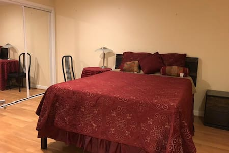 Beautiful cozy bedroom near Quantico, I-95 and DC.