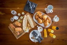 Breakfast from artisan delivered to your table every morning, french baguette, croissant, homemade jam, butter and fruit juice.  Nespresso and coffee machine at your disposal.