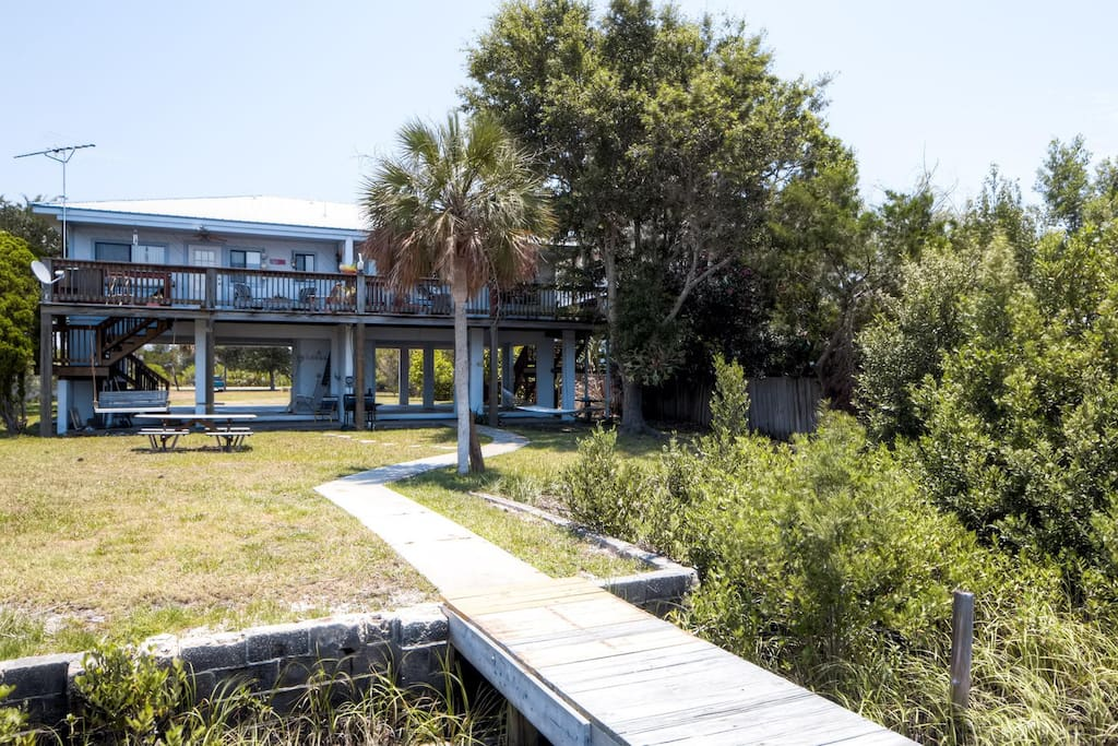 Come escape to this wonderful Cedar Key vacation rental home!