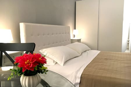 Awesome suite near Spanish Steps! - Rome