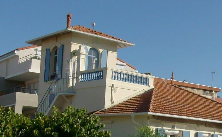 PIGEONNIER ATYPIQUE DANS VILLA - Saint-Raphaël - Wohnung
