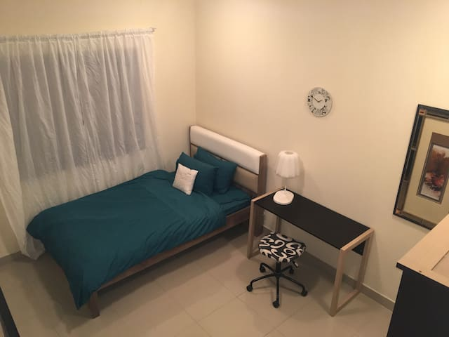 clean, quite, private room - reasonable price - Doha