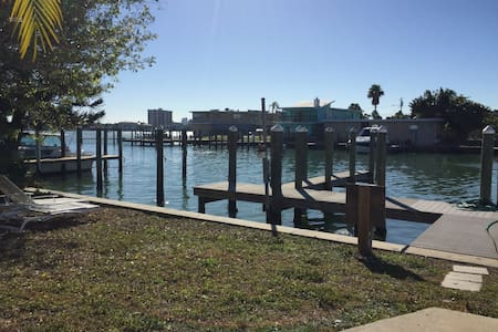 Sea Chest Cottages 1 bedroom waterfront units - Clearwater