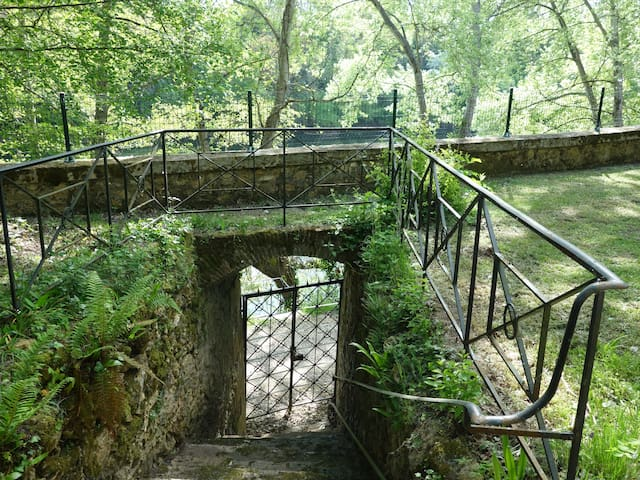 River gate with access to the voie verte