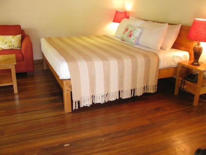 Elegantly Designed Cottage Style Room
