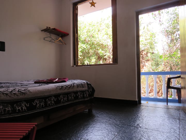 RajStar Villa Orange Room